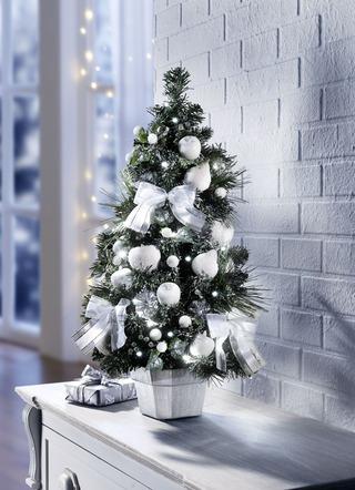 Beleuchteter tannenbaum weihnachtliche dekorationen for Beleuchteter tannenbaum