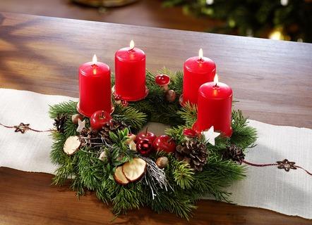 adventskr nze und weihnachtsgestecke bestellen brigitte. Black Bedroom Furniture Sets. Home Design Ideas